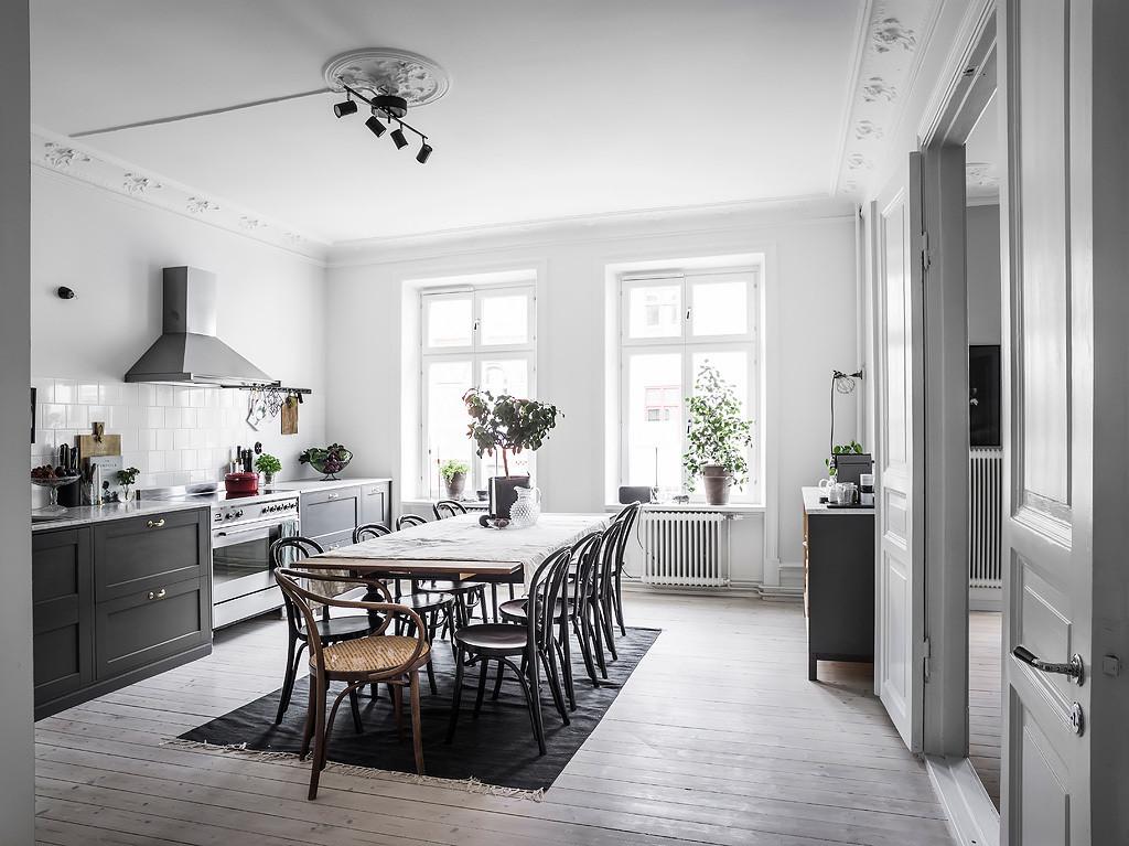 cuisine grise avec grande salle a