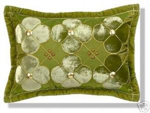 подушка с атласной аппликацией цветы хенд-мейд