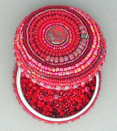 шкатулка оплетенная бисером