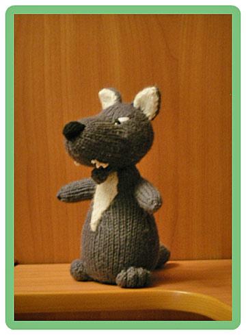игрушка связанная спицами волк
