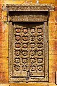 индийская резная дверь