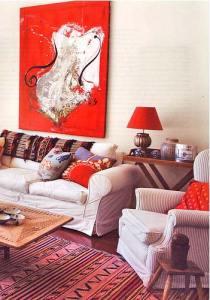яркий декор с абстрактной картиной
