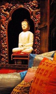 восточный декор - большая статуя Будды