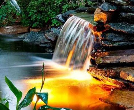 Подводная подсветка водопада