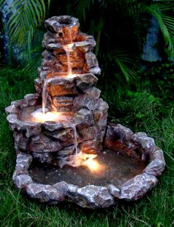 Декоративная подсветка фонтана на даче