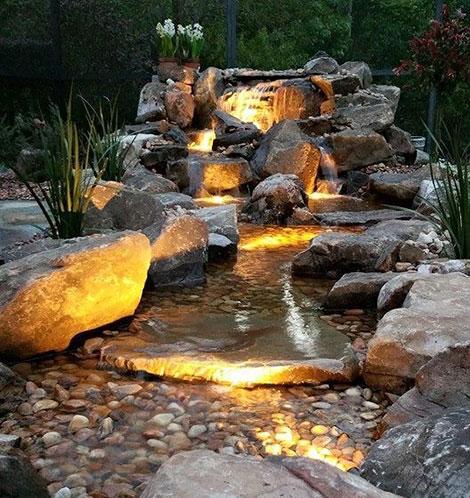 Подсветка водопадов на даче