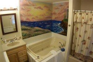 роспись на стене ванной комнаты