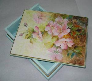 роспись коробки акриловыми красками