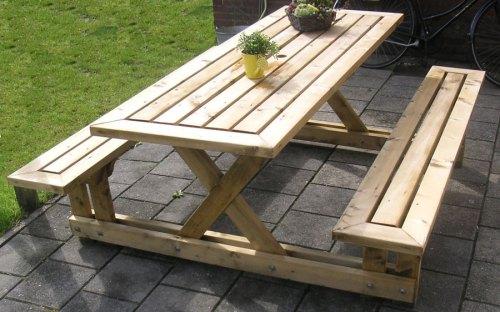 Деревянный стол и скамейки для дачи 1