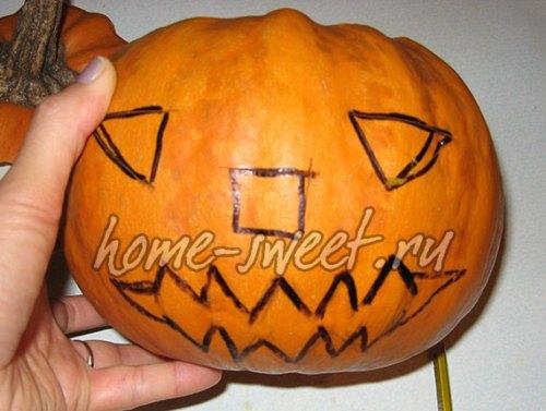 Страшное лицо на тыкве для Хэллоуина