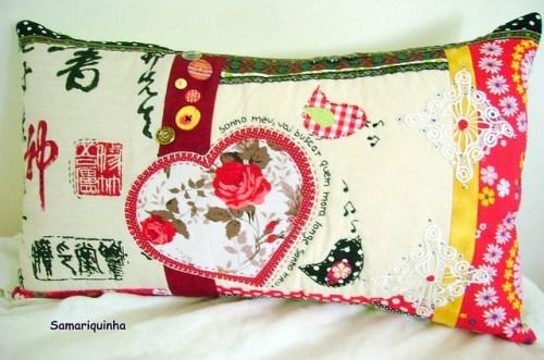 Подушка с сердцем и розами