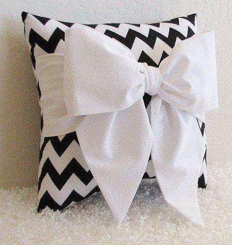 Подушка бантик - идея декора