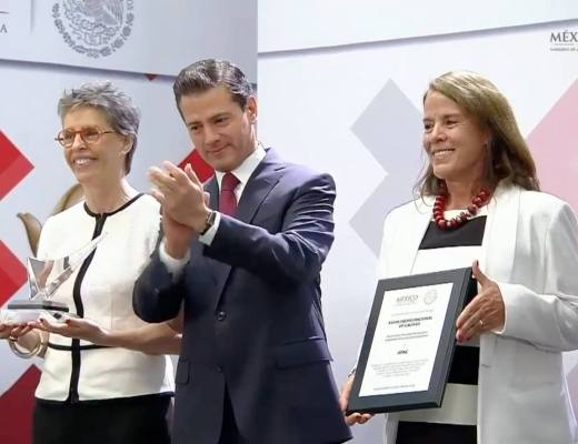 Presidente Enrique Peña Nieto, entregando premio Nacional de Calidad 2018