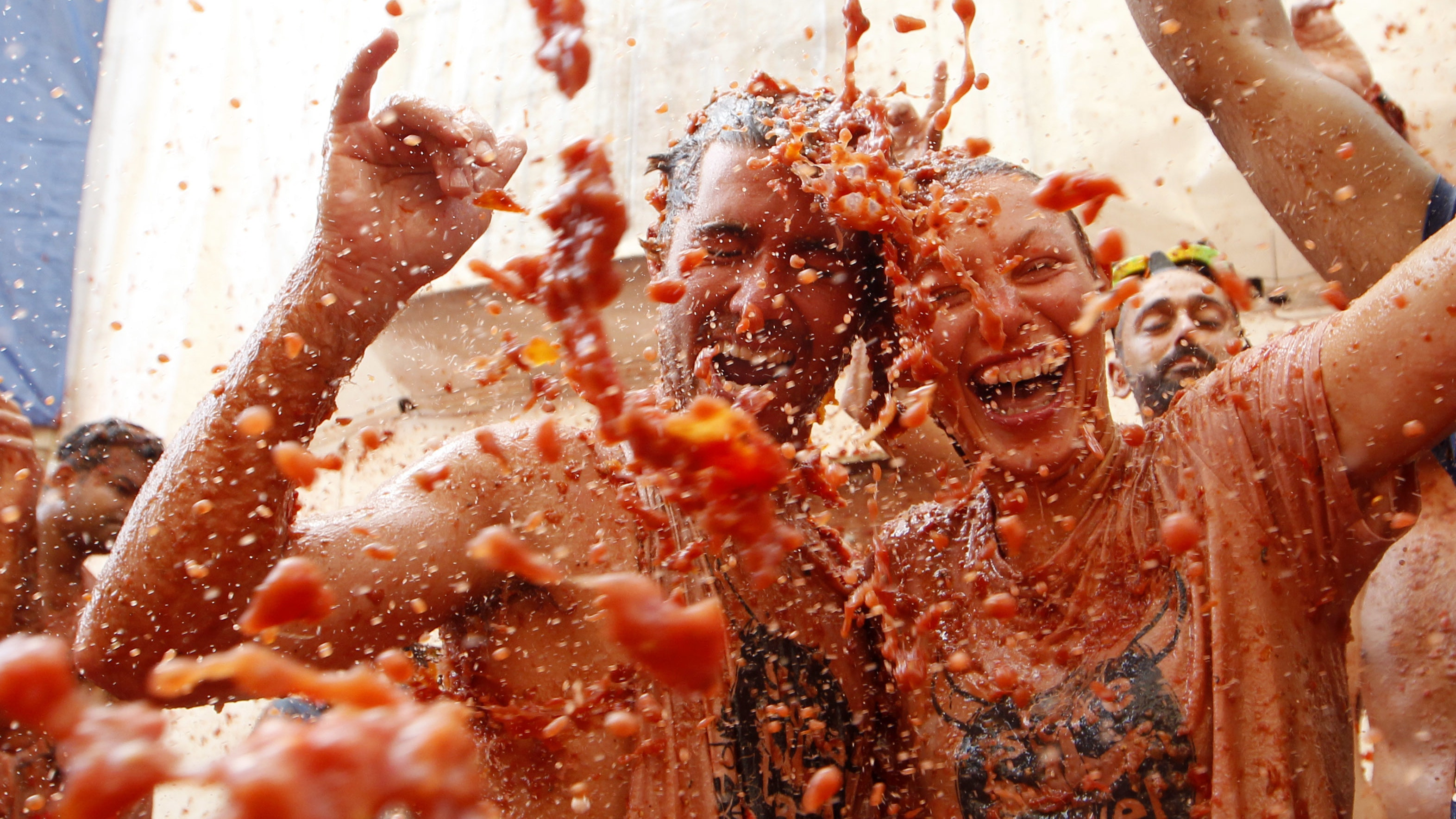 In Pictures Thousands Paint The Town Red At Tomatina Festival