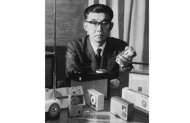 Masuru Iburu from Sony with transistor radios  1958 616 PA