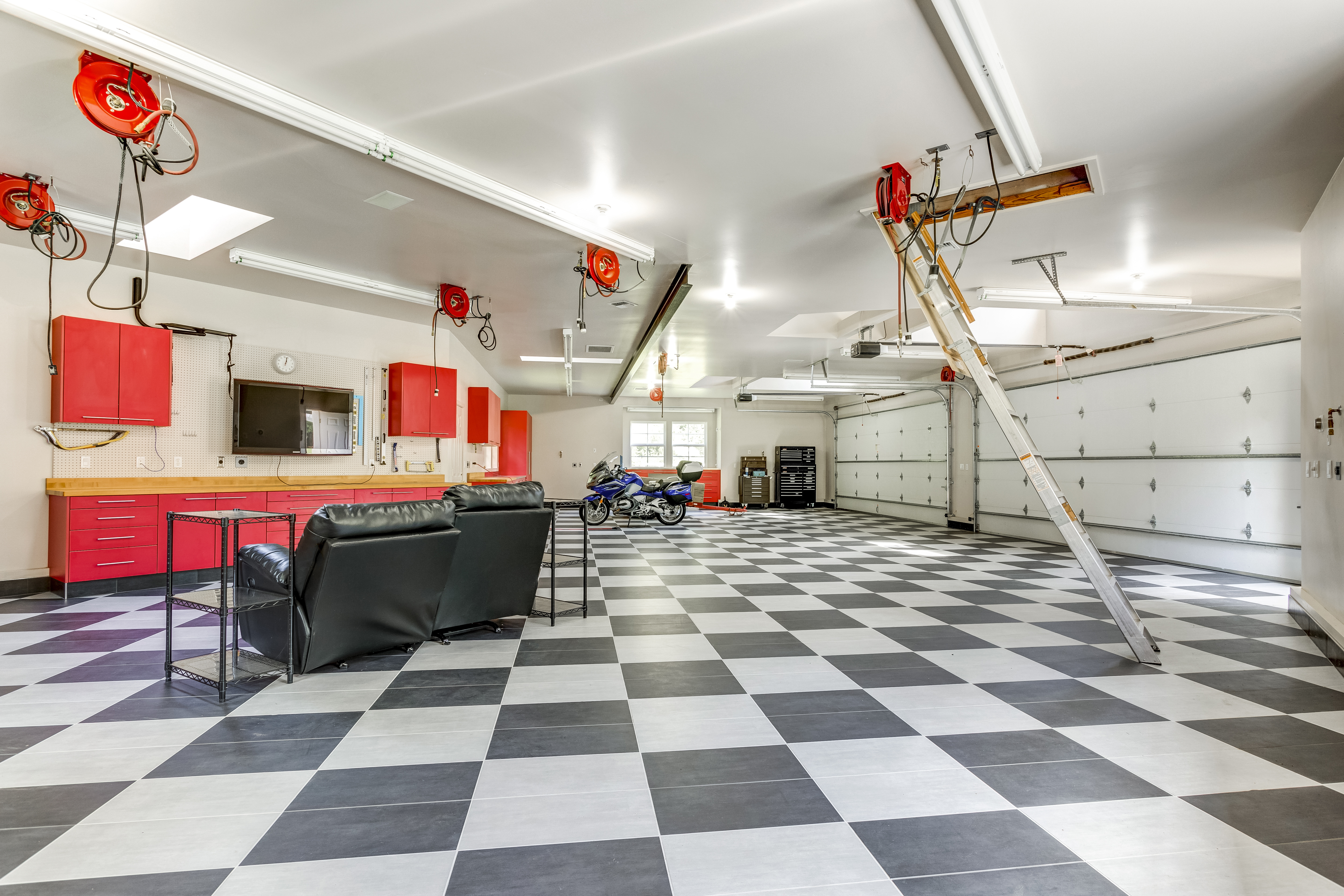 Spacious Modern Garage Interior Homekeepr