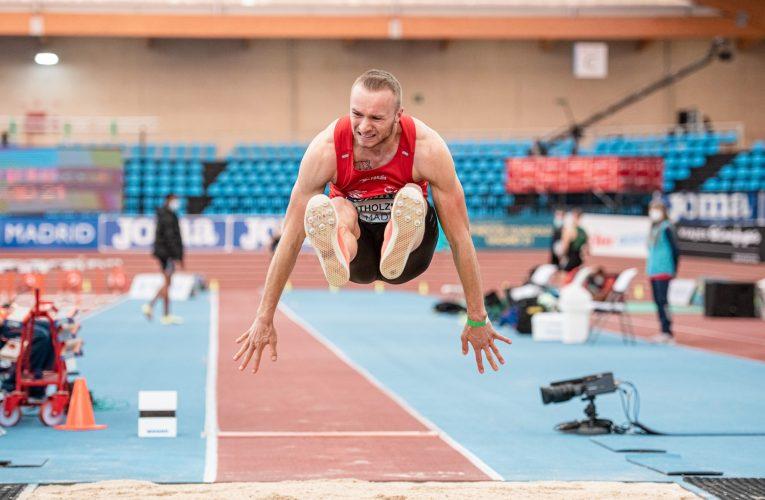 Maximilian Entholzner fliegt in Valencia auf 7,92 Meter