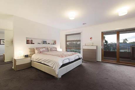 แบบบ้านสองชั้น 4 ห้องนอน มีบริเวณหลังบ้านกว้าง ๆ