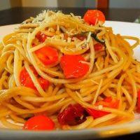 Špagety aglio olio e peperoncino jsou jednoduchým a zdravým jídlem