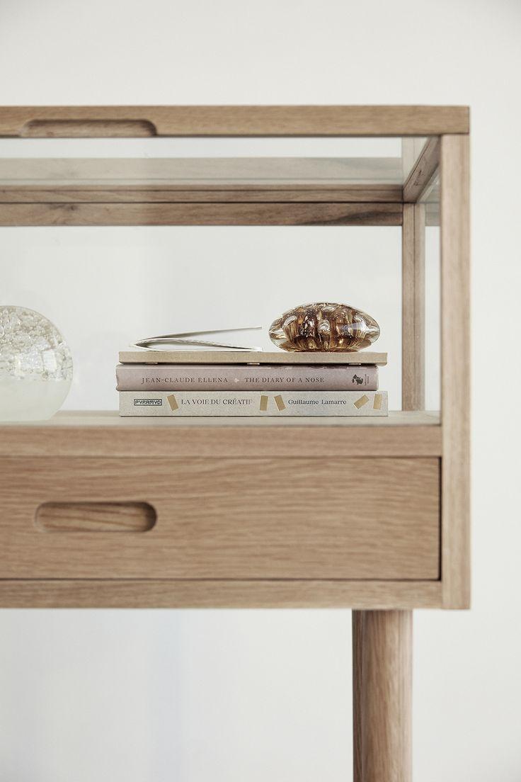 Glazen Plankjes Voor Aan De Muur.Glazen Kastje Voor Aan De Muur Slaapkamer In Moderne Stijl