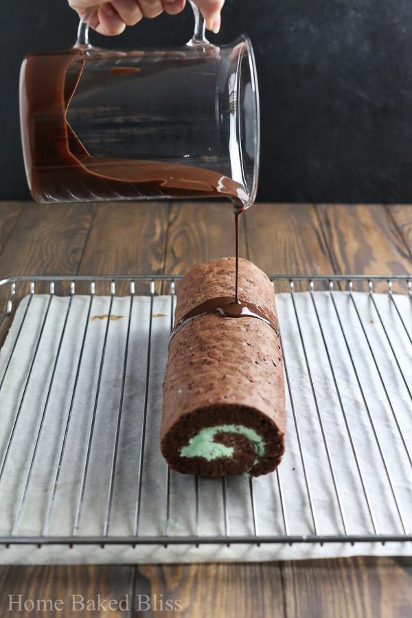 chocolate mint roll, mint roll, chocolate roll, chocolate Swiss roll, Swiss roll, mint Swiss roll, chocolate jelly roll, jelly role, chocolate mint roll recipe, swiss roll recipe, jelly roll recipe, mint roll recipe, swiss roll chocolate mint recipe, chocolate swiss roll recipe, chocolate jelly roll recipe, mint jelly roll recipe, how to make a jelly roll, how to make a swiss role, how to make a chocolate roll, St. Patrick's Day dessert, St. Patrick's Day cake, St. Patrick's Day baking recipe