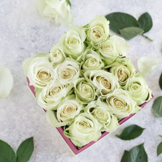 diy flower box, diy Instagram flower box, Instagram flower box, how to make a flower box, diy rose box, rose box, Mother's Day gift, Mother's Day gift ideas, what to get mom on Mother's Day, last minute Mother's Day gifts, last minute Mother's Day gift ideas