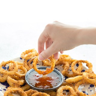 Incredibly crispy onion rings, coated in panko crumbs and deep fried. Perfect as a party snack or alongside a burger.