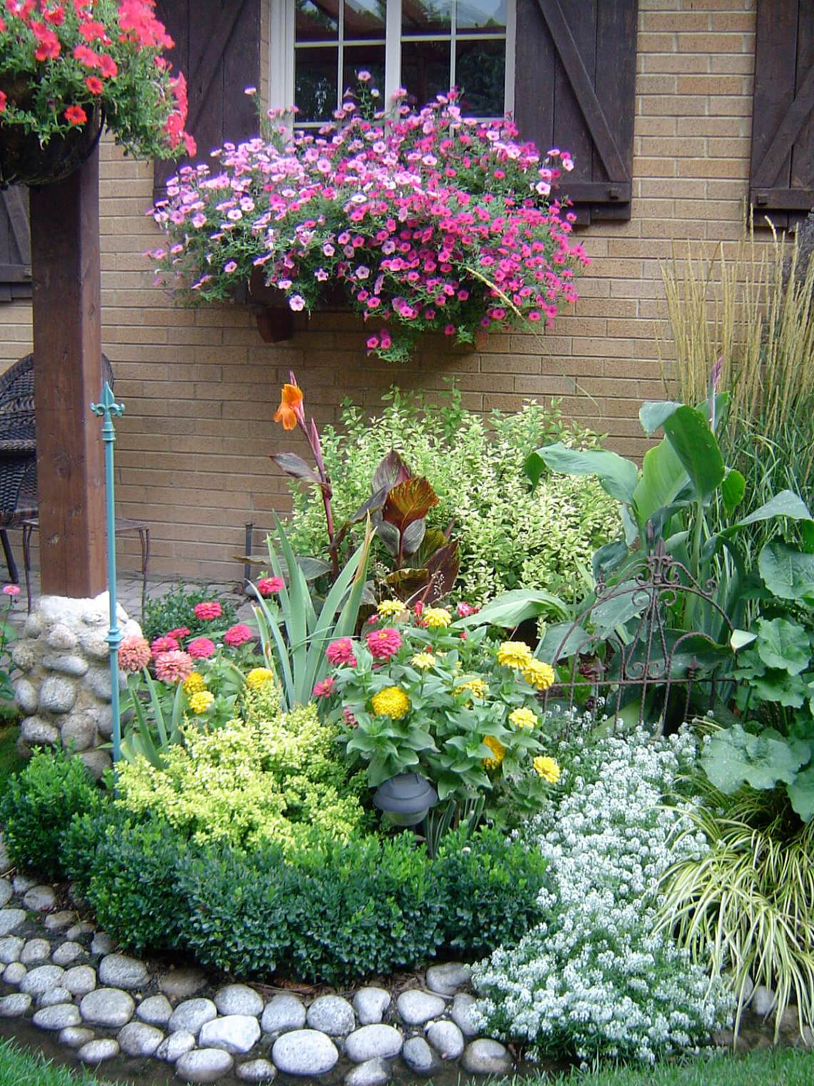 27 Best Flower Bed Ideas Decorations And Designs For 2021