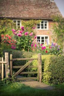 English Country Cottage Garden