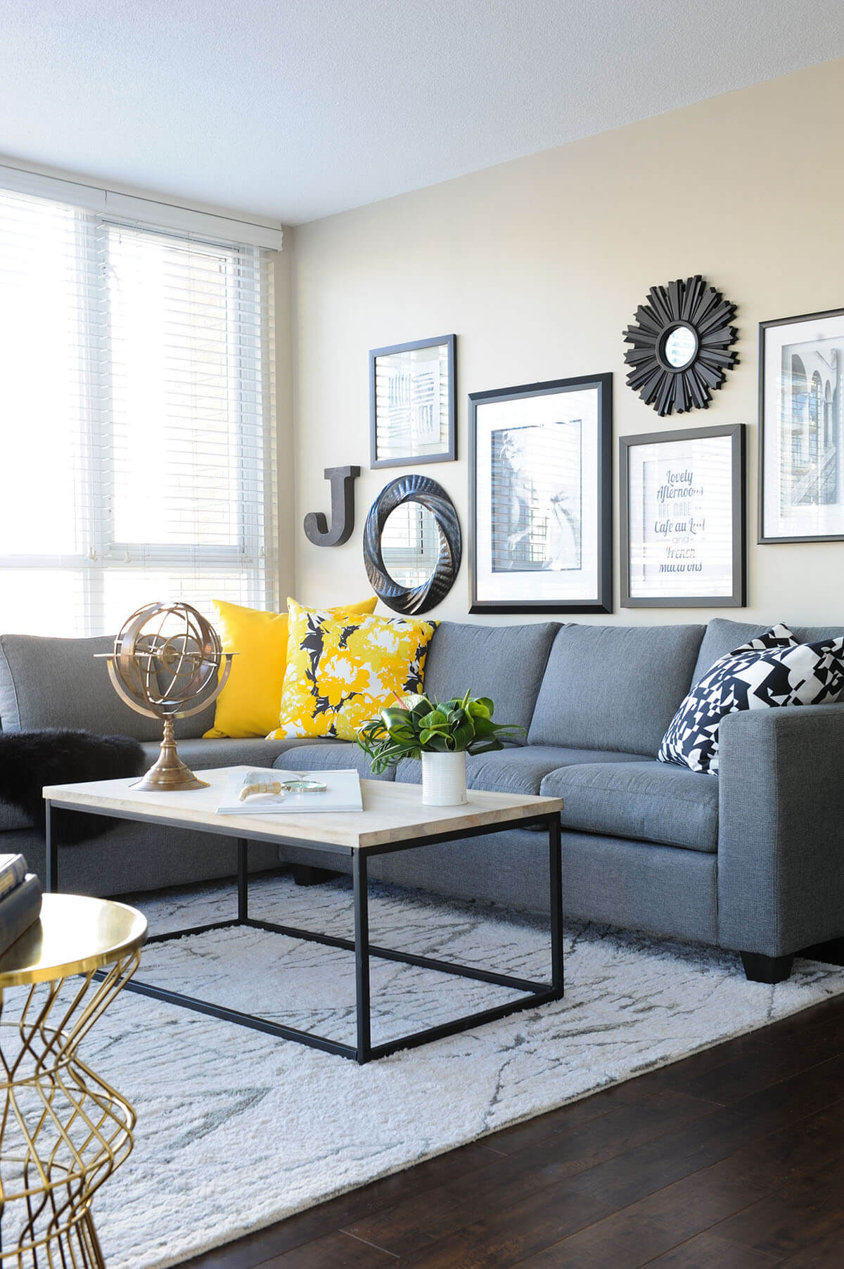 25+ Best Small Living Room Decor and Design Ideas for 2021