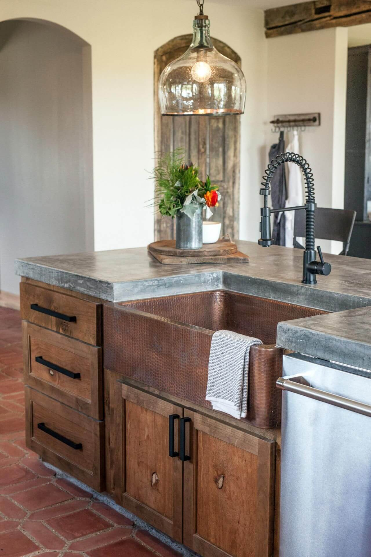 oversized kitchen sinks gray table and chairs 26 farmhouse sink ideas designs for 2019 with sprayer head