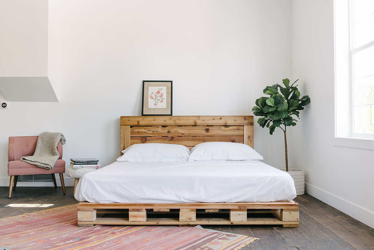 Rustic Platform Pallet Bed with Headboard