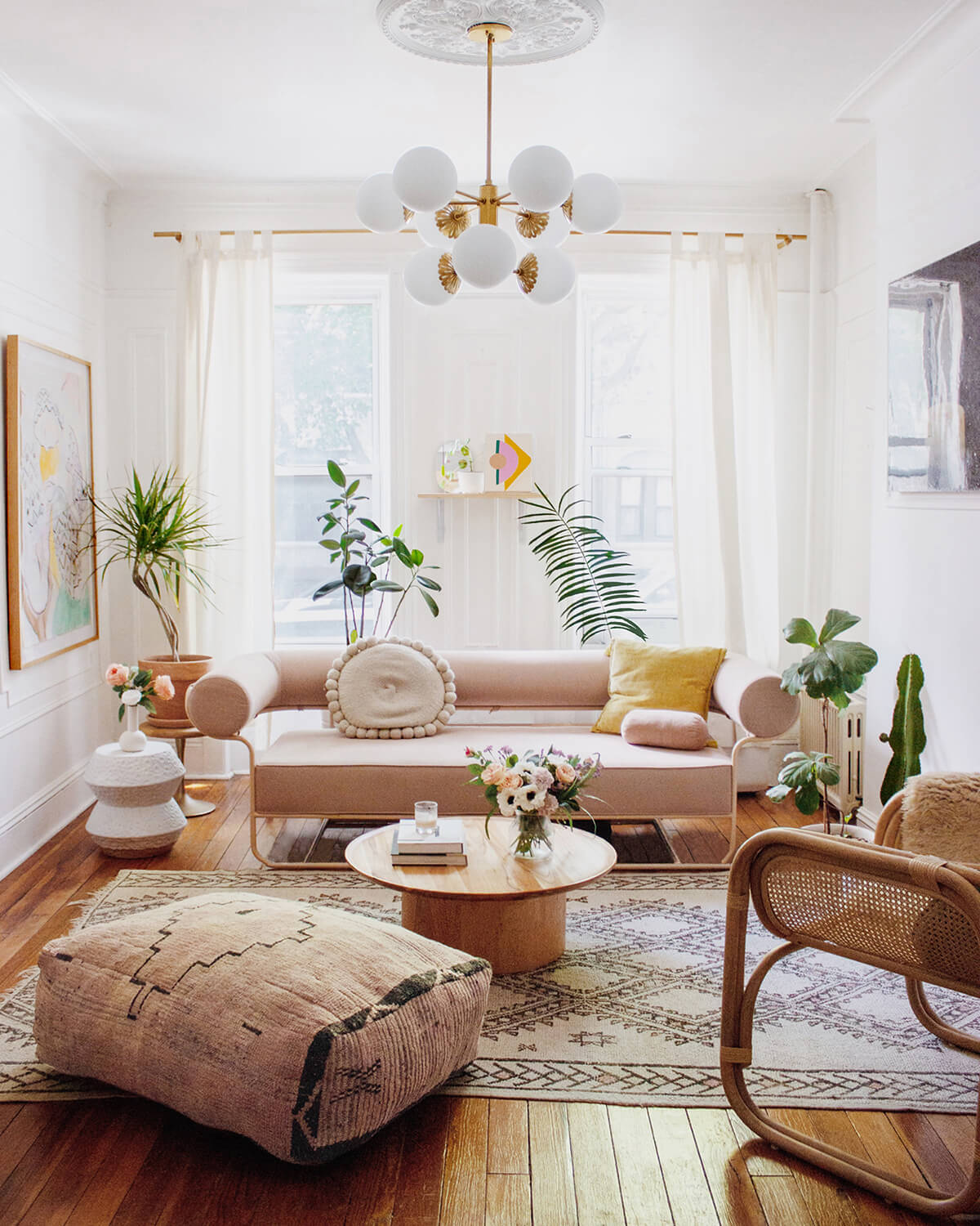 20 Best Small Apartment Living Room Decor and Design Ideas for 2021