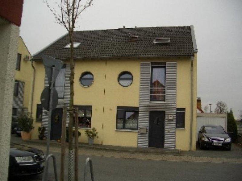 Doppelhaushälfte In Moers! Kein Maklerhonorar!!!  Homebooster