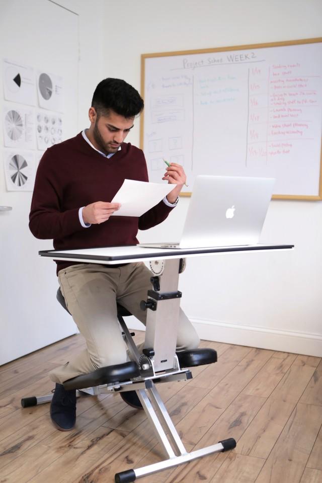 the-edge-desk-lifestyle-guy-working-sm
