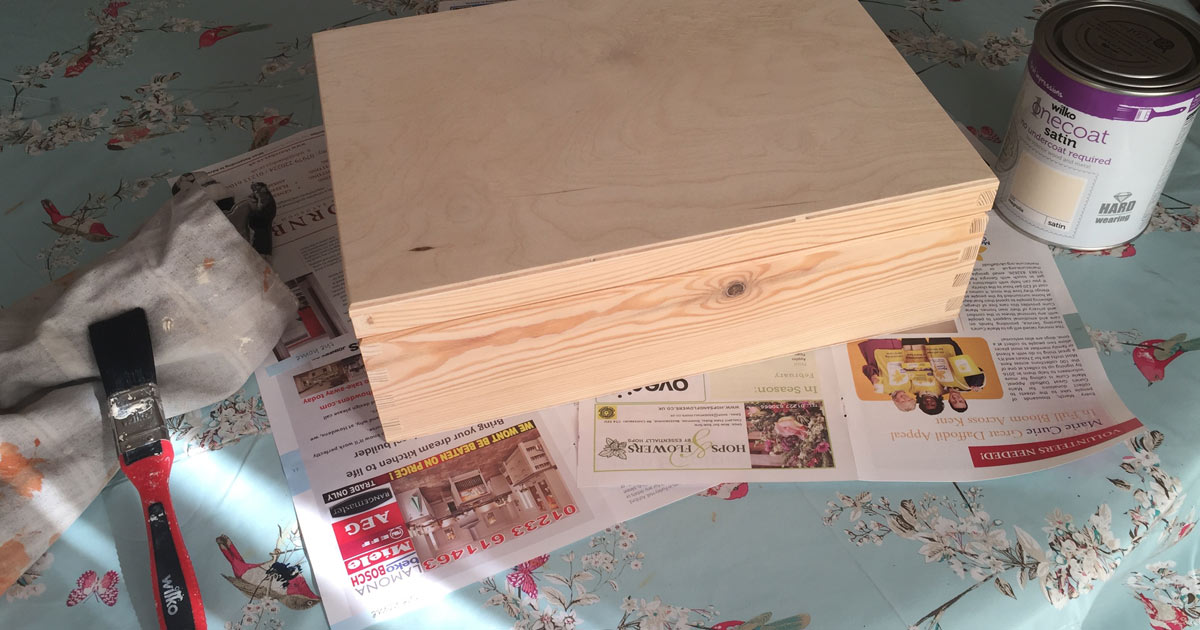 Painting wooden craft Jewellery box