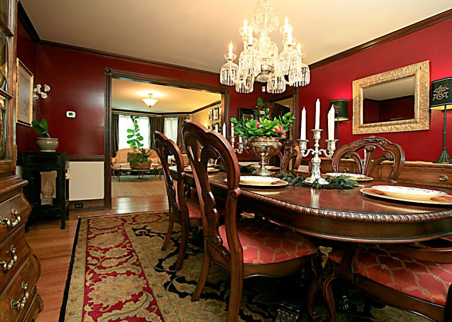 Classic-Dining-Room-Design-with-chandelier-wooden-furniture-dining-table-chair-sofa-cupboard-cabinet-candle-plate-lamp-carpet-and-hardwood-flooring-915x653