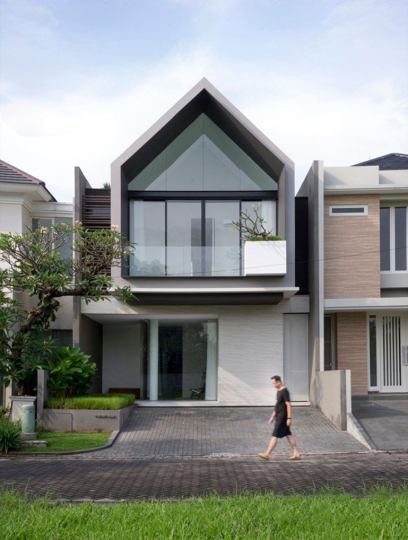 Interesting House Exterior Design In Kulai Malaysia: Cute House Inspired By Your Childhood Drawings Is Truly Unique & Stylish