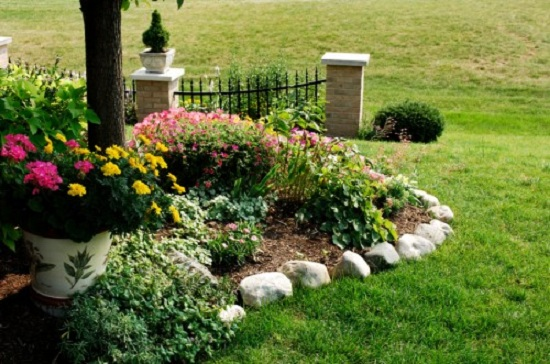 Tips To Decorate Garden With Edging Material