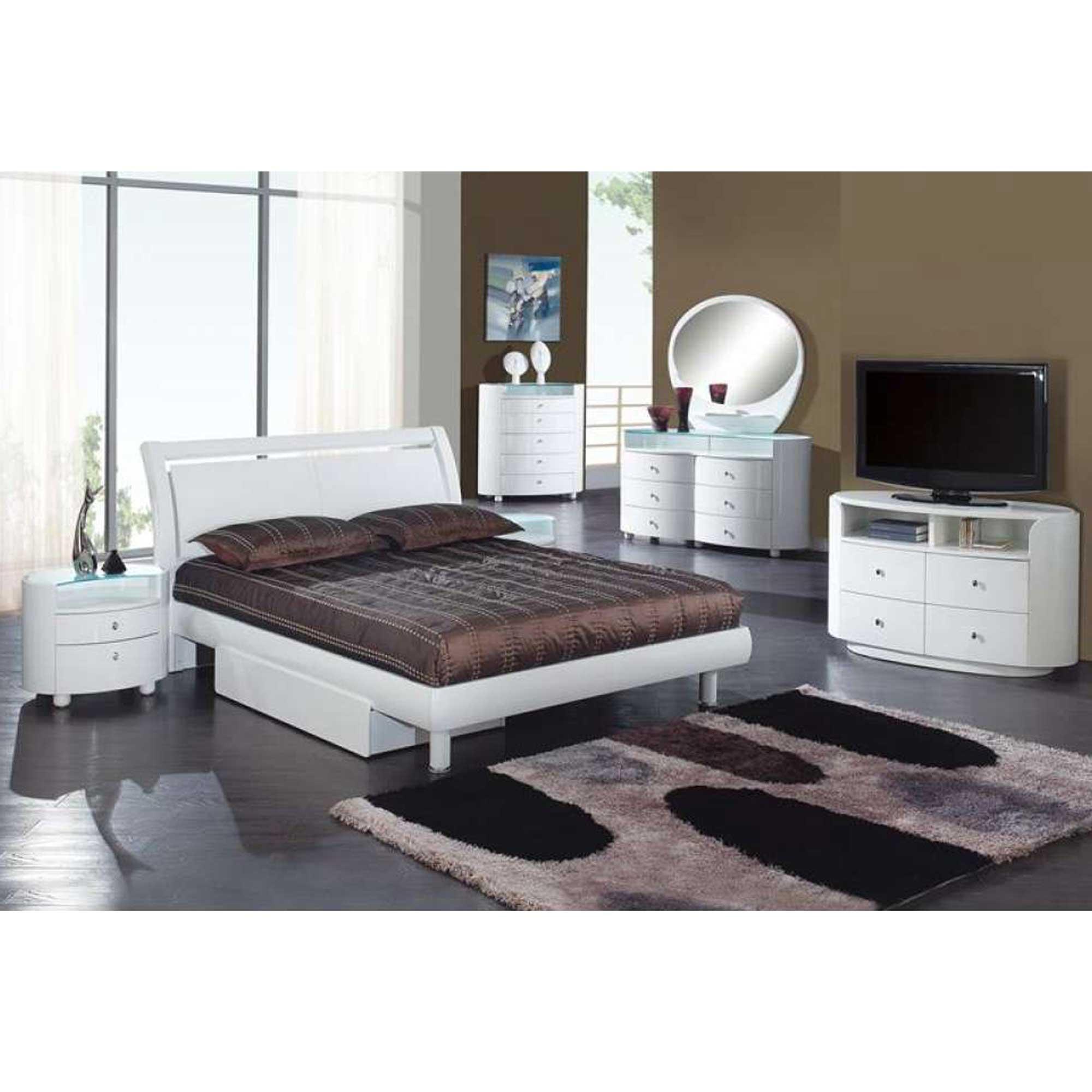 Emily Bedroom Set  HOME DECO