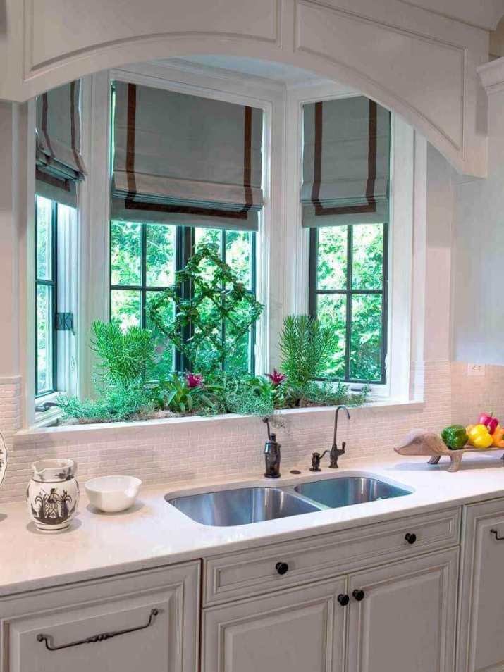 what is a bay window