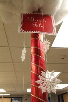 Easy DIY Office Christmas Decoration Ideas 22