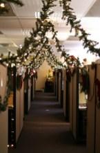 Easy DIY Office Christmas Decoration Ideas 23