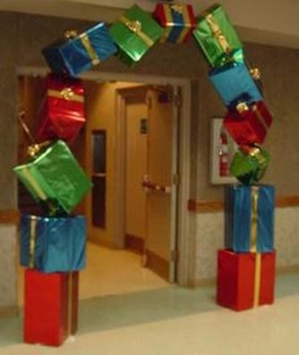 Easy DIY Office Christmas Decoration Ideas 25