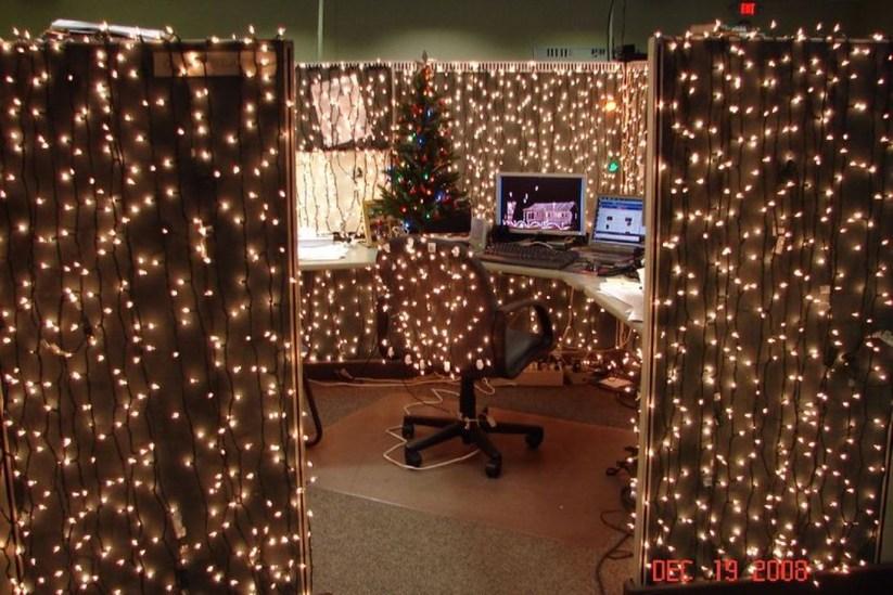 Easy DIY Office Christmas Decoration Ideas 33