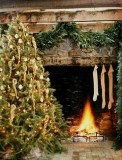 Inspiring Rustic Christmas Fireplace Ideas To Makes Your Home Warmer 01