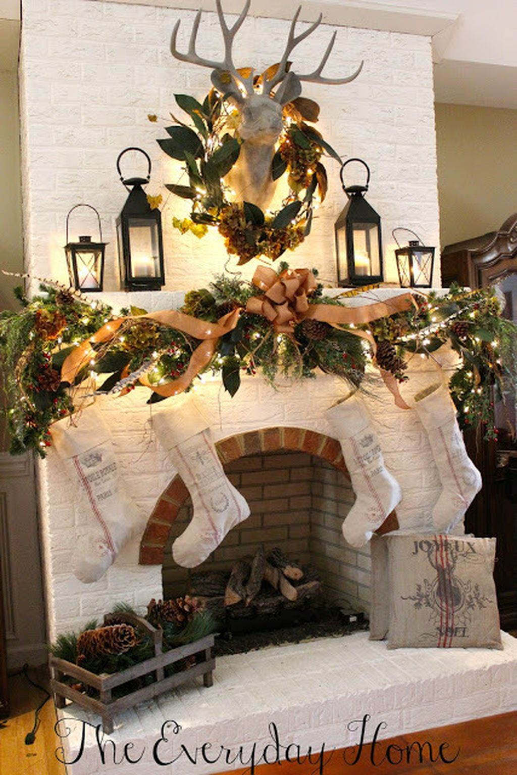 Inspiring Rustic Christmas Fireplace Ideas To Makes Your Home Warmer 07
