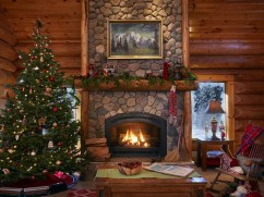 Inspiring Rustic Christmas Fireplace Ideas To Makes Your Home Warmer 14