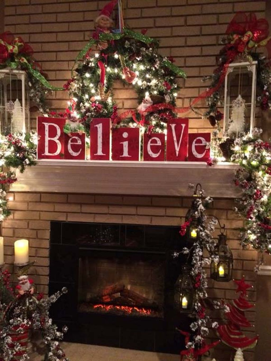 Inspiring Rustic Christmas Fireplace Ideas To Makes Your Home Warmer 16