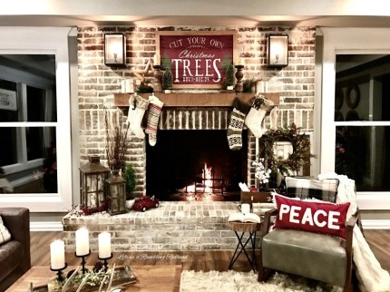 Inspiring Rustic Christmas Fireplace Ideas To Makes Your Home Warmer 45